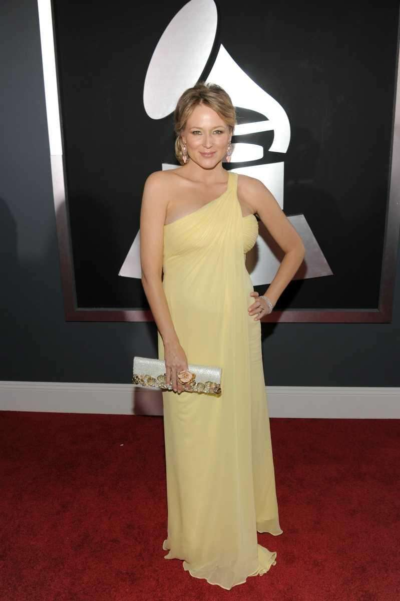 LOS ANGELES, CA - FEBRUARY 13: Singer Jewel