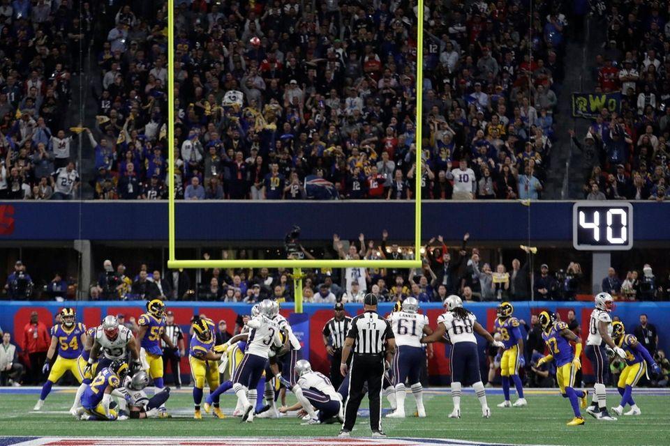 New England Patriots' Stephen Gostkowski (3) misses a