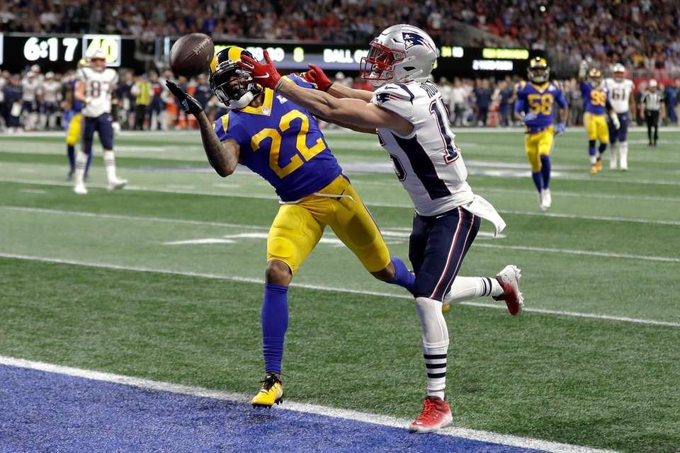 Los Angeles Rams' Marcus Peters (22), left, breaks