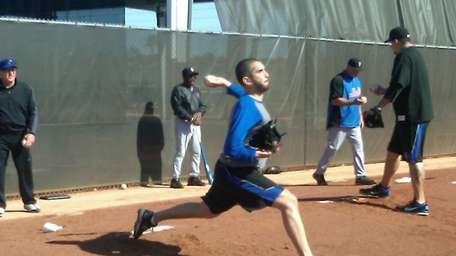 Oliver Perez throws at the Mets' spring training