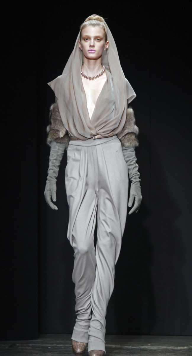Fashion from the fall 2011 collection of Donna