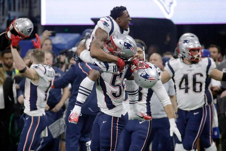 The Patriots' Dont'a Hightower gives a lift to