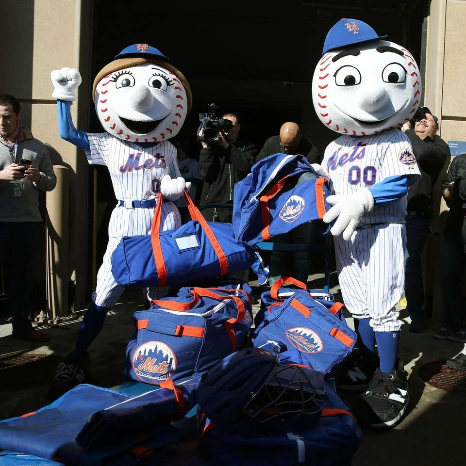 Mr. and Mrs. Met bring bags to be