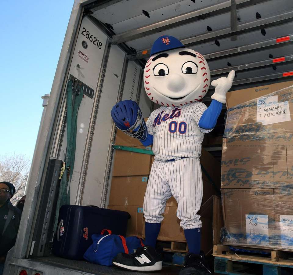 Mr. Met puts catcher's mask onto truck during