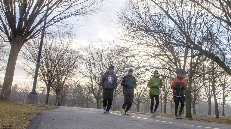 Runners take advantage of mild temperatures at Eisenhower