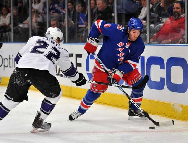 New York Rangers left wing Brandon Prust (8)