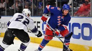 New York Rangers left wing Brandon Prust (8)