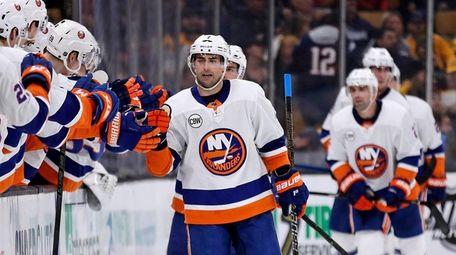 New York Islanders right wing Jordan Eberle, center,