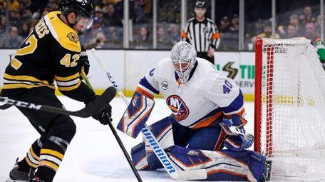 New York Islanders goaltender Robin Lehner (40) eyes