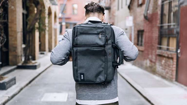 The Solo Duane Hybrid bag can be worn