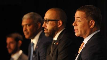 New York Knicks general manager Scott Perry, right,