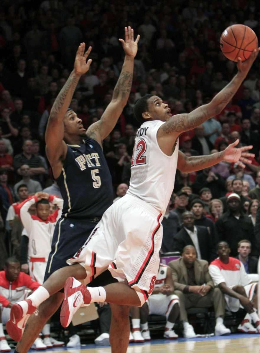 St. John's Dwight Hardy, right, scores the game-winning