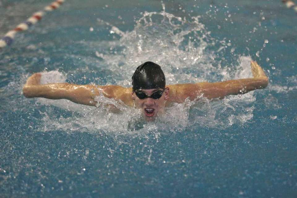 Everett Vazquez of Sayville Bayport-Bluepoint competes in the