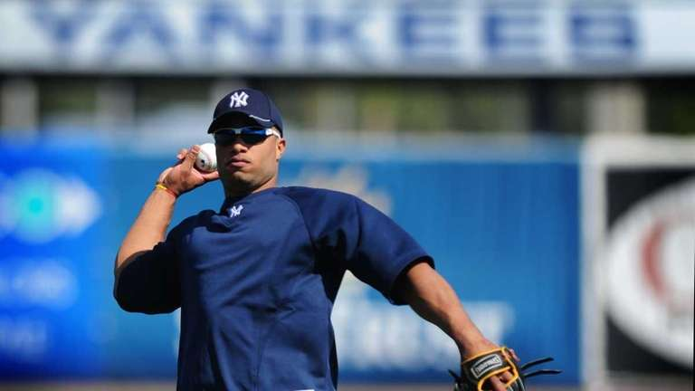 New York Yankees second baseman Robinson Cano practices