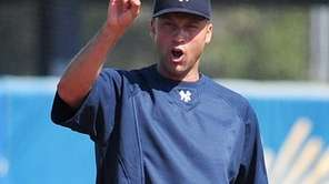 New York Yankees shortstop Derek Jeter practices with