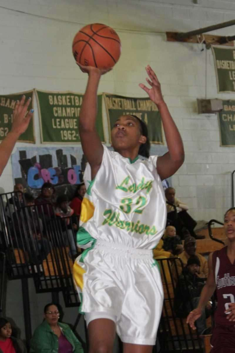 Wyandanch's Dejanae Mike scores two of her eight