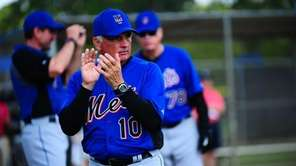Mets Manager Terry Collins encourages his players during