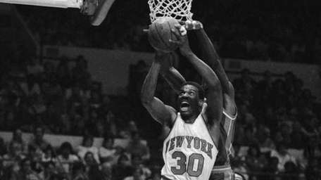 Bernard King (30) of the New York Knicks