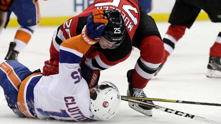 Islanders right wing Cal Clutterbuck and Devils defenseman