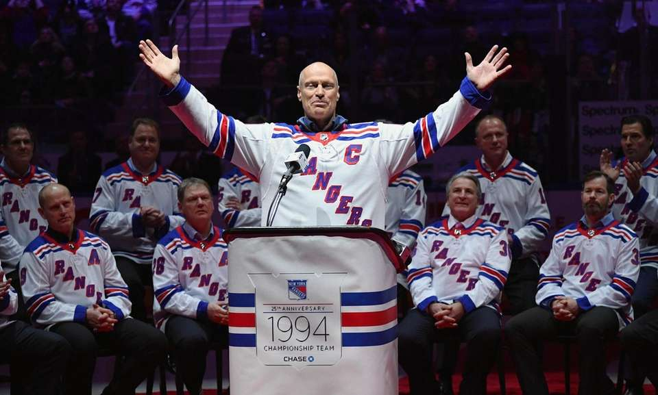 Former Rangers captain Mark Messier gestures to fans
