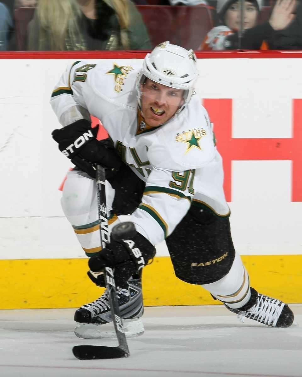 Dallas Stars center Brad Richards shoots the puck