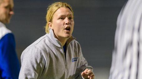 Hofstra women's lacrosse head coach Shannon Smith intructs