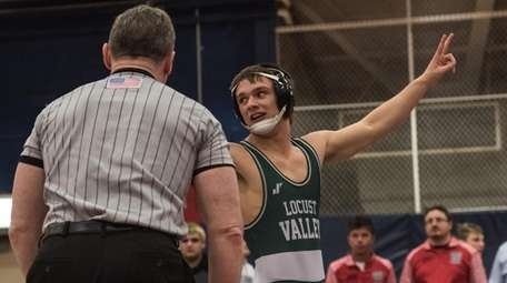 Locust Valley's Gage DeNatale wins at 132 pounds