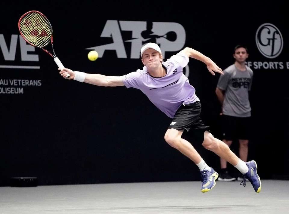 Cannon Kingsley with the running forehand return against