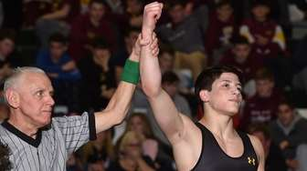 St. Anthony's Preston Maucere is triumphant in 132-pound