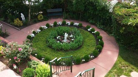 A formal boxwood garden in Sean Foley's Queens
