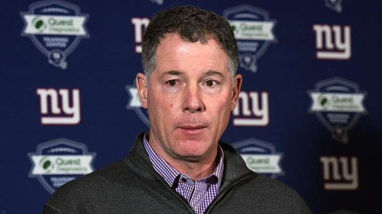 Giants head coach Pat Shurmur takes questions from