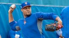 Mets pitcher Jeurys Familia throws during a spring