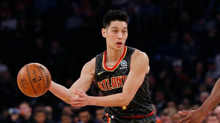 Jeremy Lin passes the ball around Knicks guard