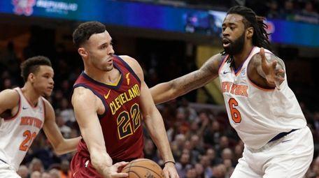 Cleveland Cavaliers' Larry Nance Jr. (22) passes against