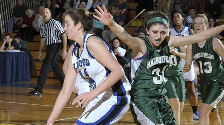 Glenn's Allison McKenna dribbes while covered by Harborfields'