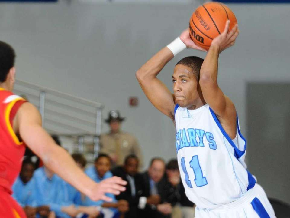 St. Mary's guard #11 Dante Agnew looks to