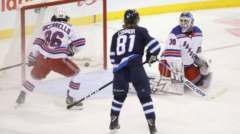 New York Rangers goaltender gives up a go
