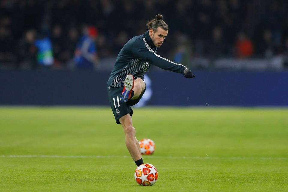 Real midfielder Gareth Bale shoots the ball as