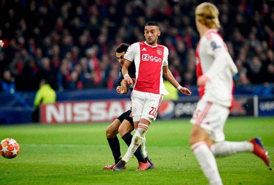 Ajax's Moroccan midfielder Hakim Ziyech (C) scores his