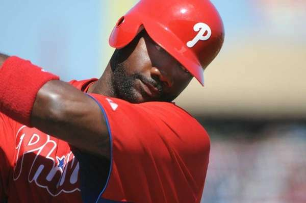 Ryan Howard of the Philadelphia Phillies swings in