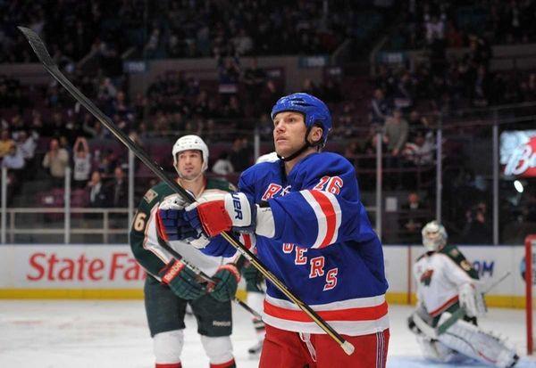 New York Rangers left wing Sean Avery (16)