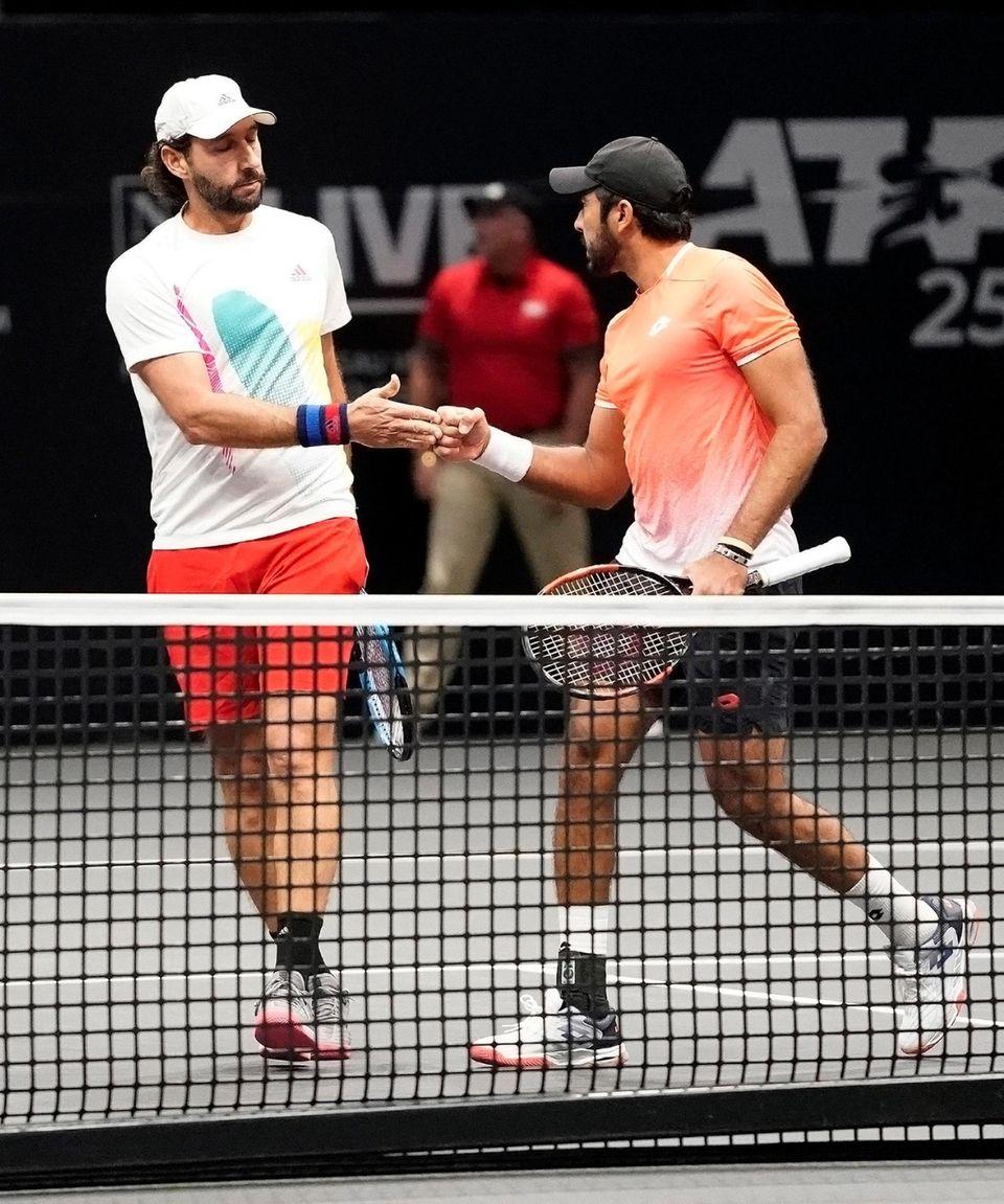 Santiago Gonzalez (l) and Aisam-Ul-Haq Qureshi celebrate a