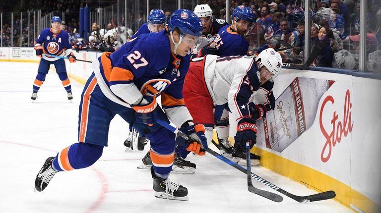 Islanders left wing Anders Lee battles for the