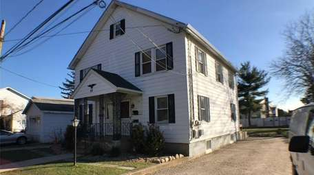An apartment in his Syosset house is available