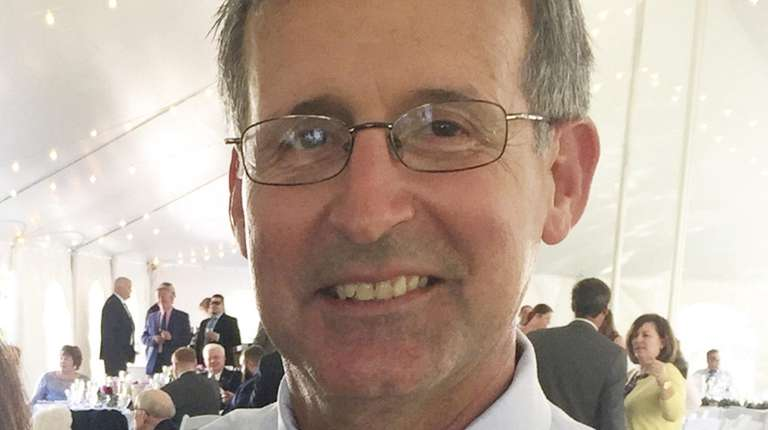 Bob Higgins St Anthony S Assistant Track Coach Dies At 57 Newsday