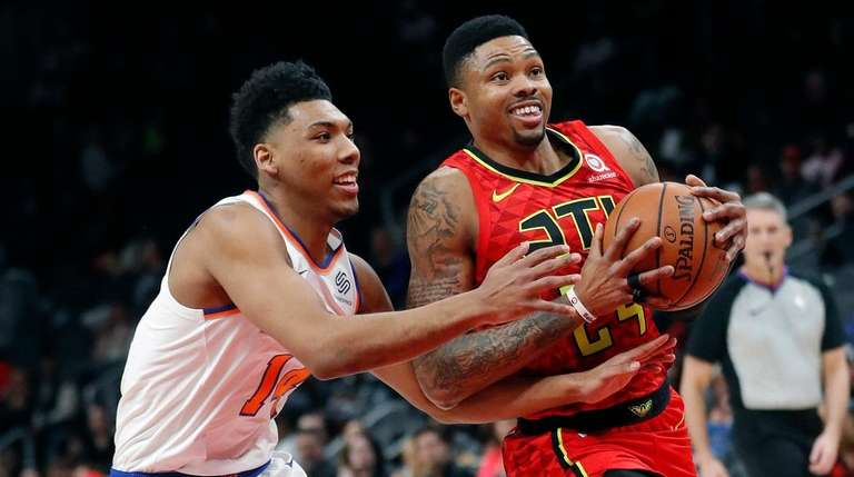 Hawks guard Kent Bazemore drives against Knicks guard
