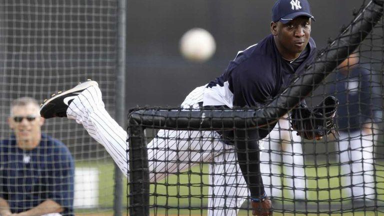 New York Yankees manager Joe Girardi, left, watches