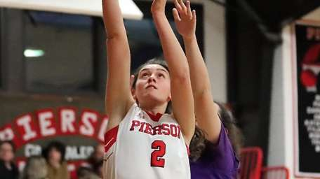 Pierson guard Katie Kneeland puts in the baseline