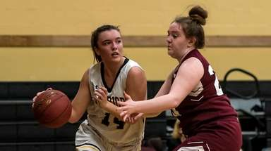 Wantagh's Irene Huguet (14) drives to the basket