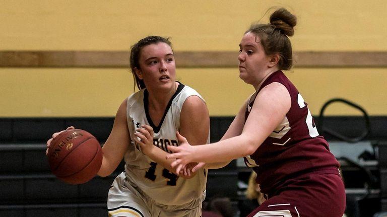 Wantagh's Irene Huguet (14) drives to the basket